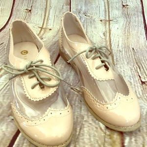 Chase & Chloe size 7.5 nude oxfords